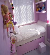 Childs bedroom in shades of pink.